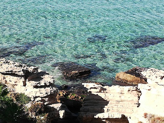 Scogliera spiaggia Maragnani