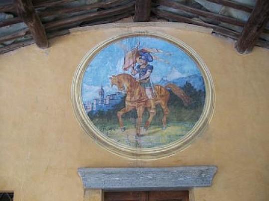 Dipinto di S.Chiaffredo a cavallo, situato sopra la porta d'ingresso della cappella