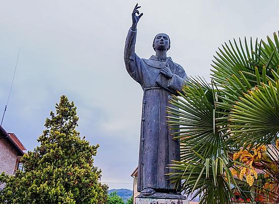 monumento-a-fra-tommaso-da-celano
