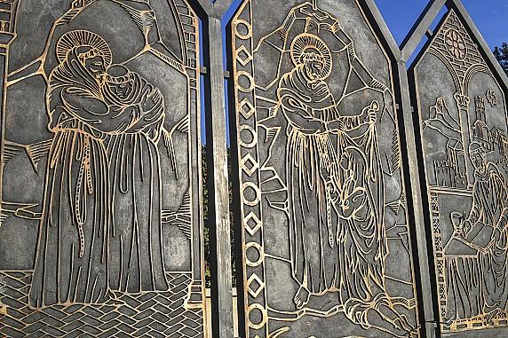 partricolare-del-monumento-a-san-francesco