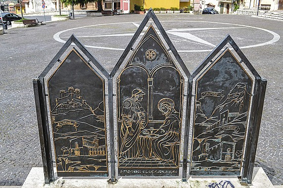 facciate-posteriori-del-monumento-a-san-francesco
