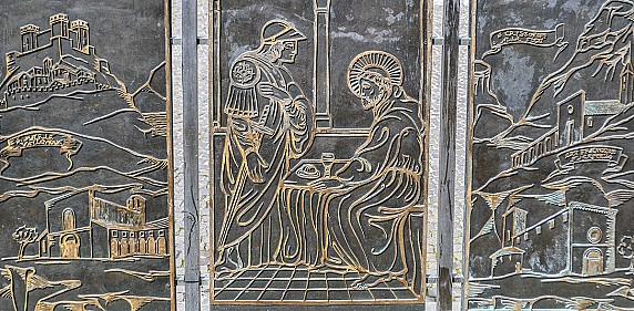 particolare-delle-facciate-posteriori-del-monumento-a-san-francesco