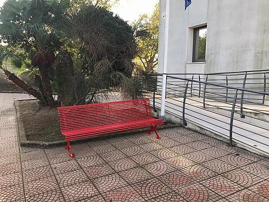 foto panchina rossa URI
