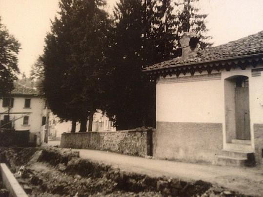 7 -Lato ovest casa Piccinini, maggio 1957, lavori allargamento via oggi Via Piccinini, della famiglia Ligato, Pradalunga