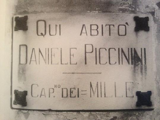 15 Targa affissa sulla vecchia abitazione del Piccinini, della famiglia Ligato, Pradalunga