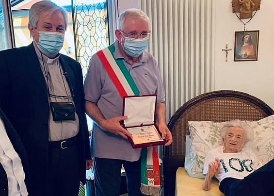 La centenaria Ilona Csoban